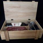 Kerstpakket wijnkist met rollade Slagerij Bart adriaanse