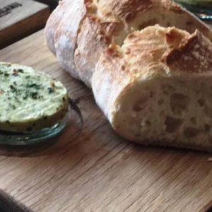 Salades en stokbrood